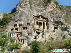 Arkasindan'da Fethiye içindeki Kaya Mezarlarini gezdik.