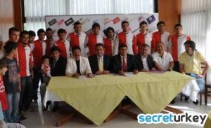 sandikli-belediyespor-13-futbolcu-ile-sozlesme-imzaladi-IHA-20110627AY438466-2-t copy