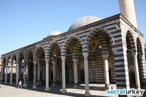 Behrampasa Camii 300x200 Diyarbakırın Neyi Meşhur