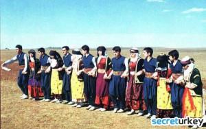 Delilo Halkoyunu 300x188 Diyarbakırın Neyi Meşhur