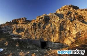 Hilar Kayaliklari 300x194 Diyarbakırın Neyi Meşhur