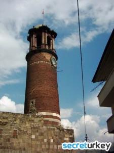 Tepsi Minare (Saat Kulesi)