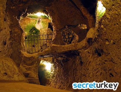 Dupnisa Mağarası